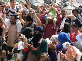 İdomenide sığınmacılardan Esed rejimi protestosu