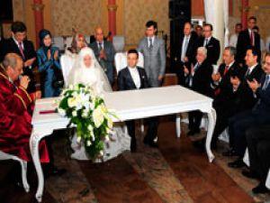 Bakan Davutoğlu kızkardeşini evlendirdi