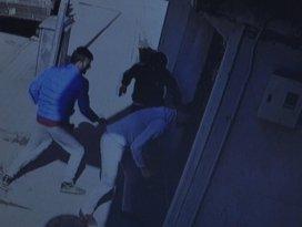 Ensar Vakfı'na saldırı kamerada