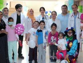 Tıp Fakültesindeki hasta çocuklar, bayramlarını kutladı