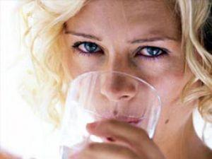 Dikkat! Aşırı su içmek zehirliyor
