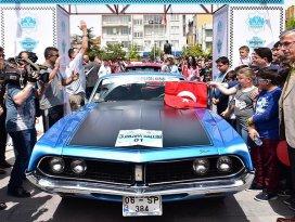 68 klasik otomobilin yarıştığı rallide start verildi