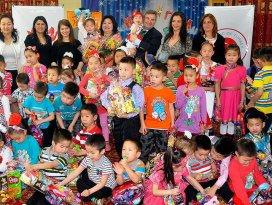 Büyükelçi Karagöz 23 Nisanı Moğolistanda yetim çocuklarla kutladı
