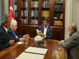 Başbakan Davutoğlu, Pakdil ile Kuşçuyu kabul etti