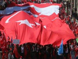 Kanadadaki Türkler Ermeni yalanlarına karşı yürüdü