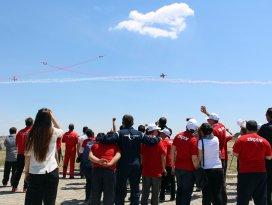 Türk Yıldızlarından özel çocuklara özel gösteri