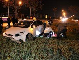 Konyada otomobil kaldırıma çarptı: 7 yaralı
