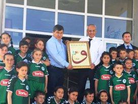 Sarayönü'nde öğrencilere Konyaspor forması
