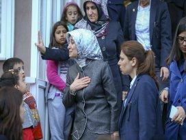 Sare Davutoğlu, şehidin ailesini ziyaret etti