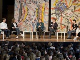 Merkel: 'Müslümanlar giremez' söylemi Avrupa değerleriyle uyuşmuyor