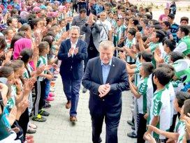 Ahmet Şan'dan çocuklara ziyaret