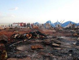 Esed güçleri İdlibte çadır kenti vurdu: 27 ölü