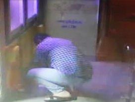 ATMde işlem yaparken sara nöbeti geçirdi, parası çalındı