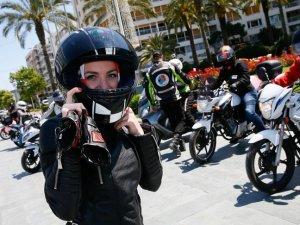 Kadın motosikletçiler Trafikte Biz de Varız dedi