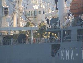 Rus askeri gemisi, güvertesinde tankla İstanbul Boğazından geçti