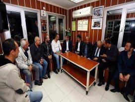 Başbakan Davutoğlundan taksi durağına ziyaret