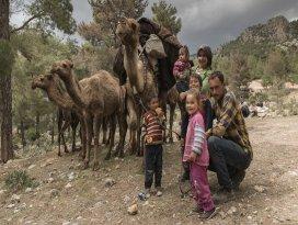 Sarıkeçili yörüklerinin son develi konargöçerleri