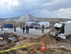 Konyada çarpışan iki araç yandı: 2 ölü, 1 yaralı