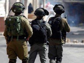 İsrail askerleri Filistinli bir genci vurdu