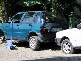 Muğlada 17 aracın lastikleri kesildi