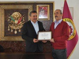 Kızılay'dan Başkan Tutal'a teşekkür plaketi