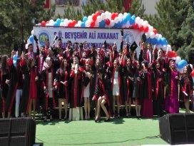Beyşehir MYO'da mezuniyet sevinci