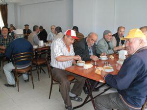 Karataydan emeklilere her gün çorba ikramı
