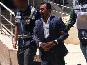 Takım elbiseli dolandırıcı tutuklandı