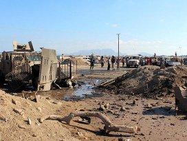 Yemende askeri karargaha intihar saldırısı: 25 ölü