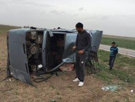 Yunak'ta otomobil devrildi: 2 yaralı