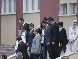 Başbakan Davutoğlundan okul ziyareti