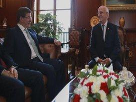 Başbakan Davutoğlu TBMM Başkanı Kahramanı ziyaret etti