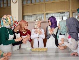 KOMEK'ten işaret diliyle yemek kursu