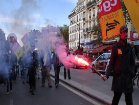 Fransa'da grev ve protesto dalgası sürüyor