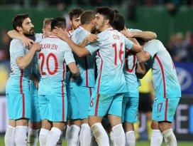 Millilerin rekor kırmasına 4 maç kaldı