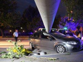 Konyada otomobil direğe çarptı: 1 ölü, 1 yaralı