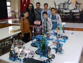 Köy okulunda robot fuarı
