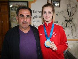 Beyşehirli milli sporcu, madalyasını şehit ve gazilere armağan etti