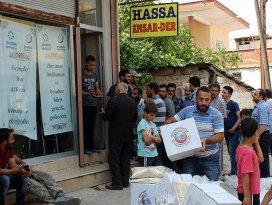 Suriyeli 300 aileye gıda kolisi dağıtıldı