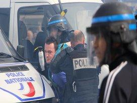 Çalışma yasa tasarısını protesto eden Fransızlar sokaklara döküldü