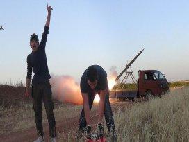 Muhalifler Hama askeri havaalanını füzelerle vurdu