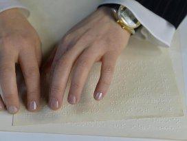 Braille alfabesiyle üç ayda Kuran öğrendiler