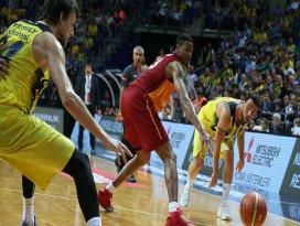 Fenerbahçe, Galatasaraya sahasında yine geçit vermedi