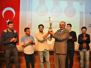 NEÜ'DE Geleneksel 4. Spor Şenlikleri ödül töreni