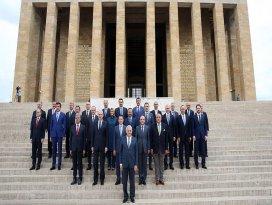 65. Hükümet üyeleri Anıtkabiri ziyaret etti