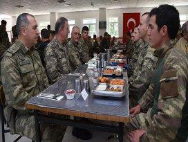 Genelkurmay Başkanı Akar, güvenlik güçleriyle bir araya geldi