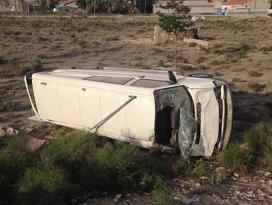 Konyada minibüs devrildi: 8 yaralı