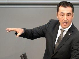 Skandal kararda imzası olan Türk: Cem Özdemir