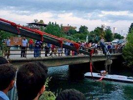 Osmaniyede midibüs sulama kanalına devrildi: 12 ölü, 23 yaralı