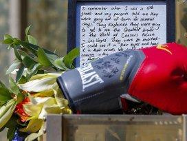 Muhammed Alinin tabutunu ünlü isimler taşıyacak